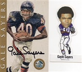 1998 HALL OF FAME CARD SIGNED BY GALE SAYERS + 1972 N.F.L.P.A STICKER